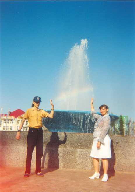 у фонтана на центральной площади нашего города.