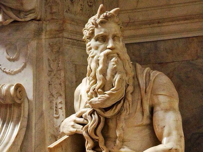Это статуя Моисея работы Микеланджело